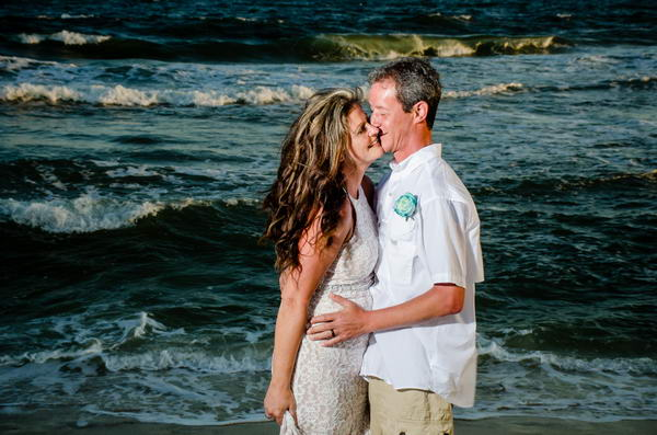 Bride-and-Groom-by-the-Surf-Orange-Beach_resize