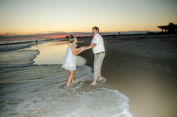 Sunset-Bride-and-Groom-at-the-Beach_resize
