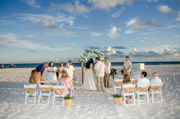 White-Bamboo-Adventure-with-Chairs-and-Burlap-Sashes_resize